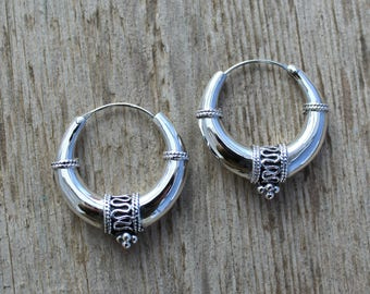 Sterling silver hoop earrings. Bali hoop earrings 30mm. Bali hoop earrings. Oxidiced sterling silver earrings. Tribal hoop earrings.