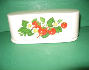 Awesome  strawberry  cluster  2 piece  ceramic  butter  boat... free shipping...made in USA