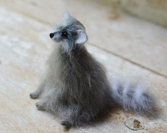 Raccoon figurine Knitted raccoon art doll Stuffed animal felted raccoon miniature animal sculpture raccoon plush home decor gift for her