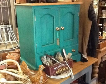 Painted pine cupboard (delivery extra)