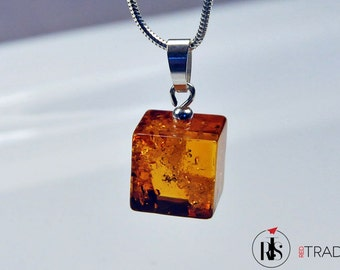 1 Sterling silver pendant with Baltic Amber square – P2B12