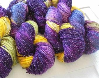 PURPLE IRIS Indie-Dyed Fingering Weight Yarn, Merino Yarn, Knitting Yarn, Speckled Yarn, Sock Yarn, Gift for Knitter, Superwash Merino Yarn