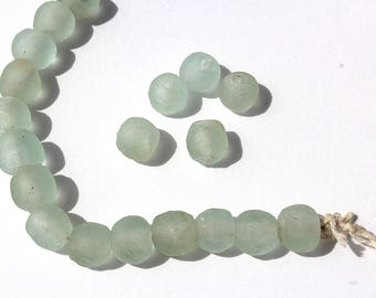 Set of 20 recycled glass beads - handmade in Ghana - natural color - 15mm
