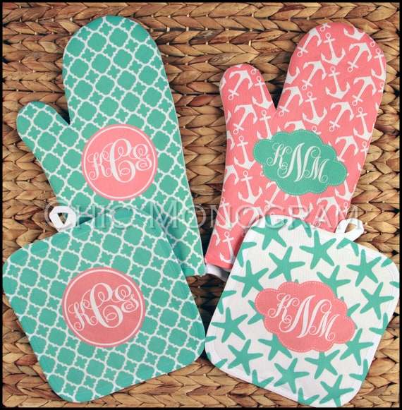 Mother's Day Custom Gifts for Women, Monogrammed Oven Mitt & Pot Holder Gift Set, Personalized Oven Mitts Gifts for Mom Housewarming Gift