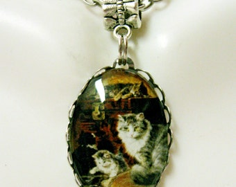 A cat and her kittens pendant with chain - CAP01-002