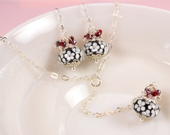 Lariat Y Necklace Y Drop - Black & White Necklace Red Crystal - White Daisy Earrings Silver - Black Glass Earring - Floral Jewelry Set S1001