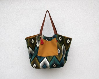 The blue green Macaw Tote