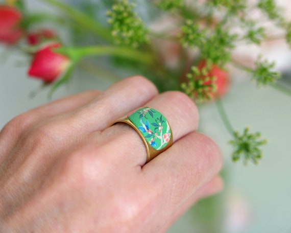 "Bohemian ring, large brass blossoms, pink flowers, Adjustable ring, flowers and hummingbirds, poetic ring ""Alcea"""