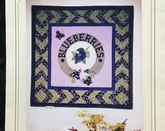 BLUEBERRIES Quilt Pattern, APPLIQUE Center with quilted border - Vintage 1998