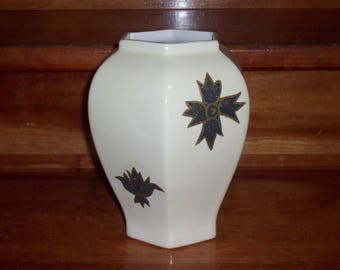 Vase octo with appliqué