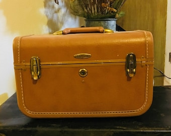 Vintage Taperlite Traincase