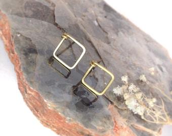 Hammered Gold Square Studs, Geometric Stud Earrings, Dainty Earring Studs, Minimalist Earrings Gold, Square Stud Earrings, Everyday Earrings