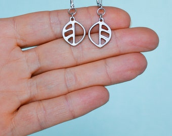 Small leaf earrings, nature inspired jewelry, pewter earrings, silver leaf, jewelry outdoor women, lighweight jewelry, leaf girly gift