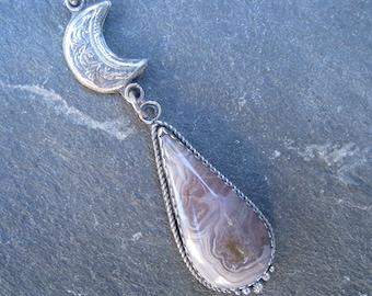Pendentif croissant de lune, agua nueva agate, pendentif en forme de larme, pendentif en argent oxydé, lune bijoux, pendentif agate, bijou argent, mauve texturé