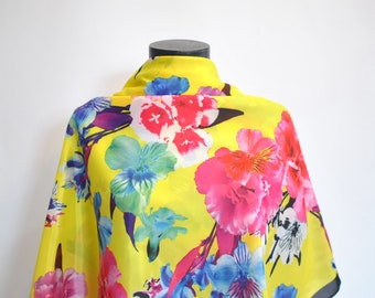 Vintage OVERSIZE PRINTED SILK scarf..............(400)