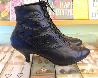 Vintage 80s cut out leather Lace Up Booties  Size 7 (may fit size 6 or 6 1/2)