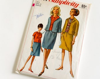 Vintage 1960s Womens Size 10 Skirt Suit and Overblouse Simplicity Sewing Pattern 6644 Complete / bust 31 waist 24