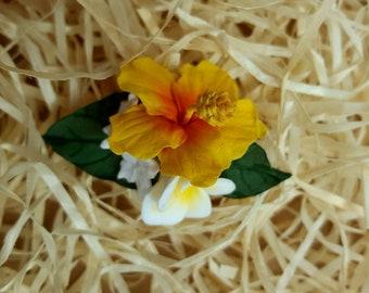 Yellow hibiskus and plumeria air-dry deco clay flower hair clip
