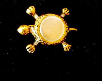 Little TURTLE brooch, gold metal and mother of Pearl