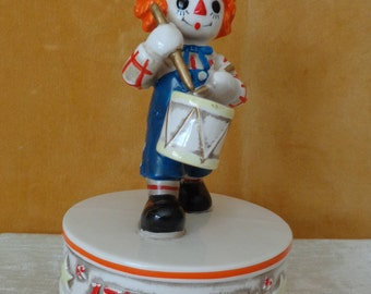 Vintage Raggedy Andy Music Box, Raggedy Ann and Andy, 1776-1976 bicentennial, Walt Disney Productions, Yankee Doodle Dandy, Japan