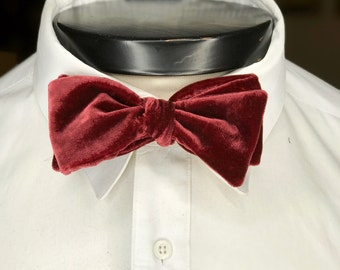 The George - Our velvet bowtie in Pomegranate Red