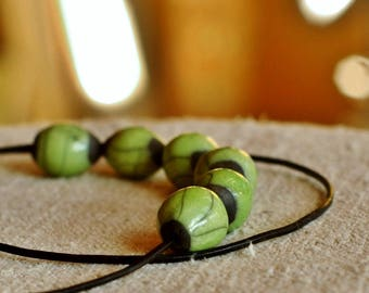 PEARL RAKU - Set of 2 Small olive shaped beads - bright green -