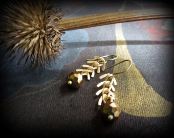 Matte gold fishbone chain over bronze Czech glass rondelles - perfect with your Autumn Fall colors ... aGiftofLaughter tagt soft gold bronze