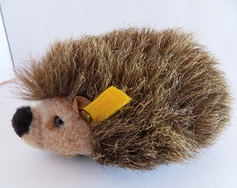 Steiff  hedgehog porcupine button flag made in Germany 2560