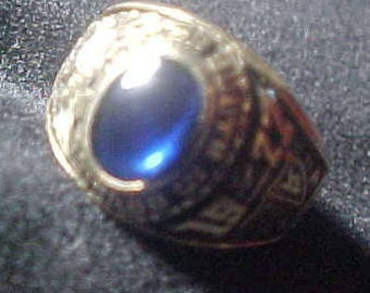 10k Gold Class Ring Herff Jones Luther South Chicago HS vintage 1977 Blue Sapphire  7.2 Grams sz 5-