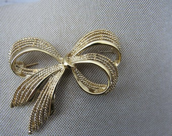 LARGE Vintage Signed NAPIER Gold Tone Brooch Ribbon Bow Rope Textured