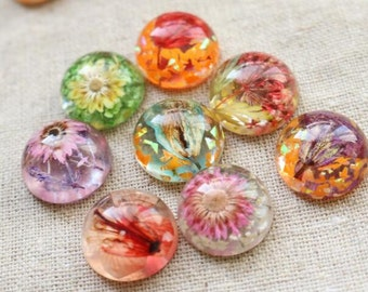 2 pcs of resin crystal cameo  real dry flower inside 18mm high dome-random mix