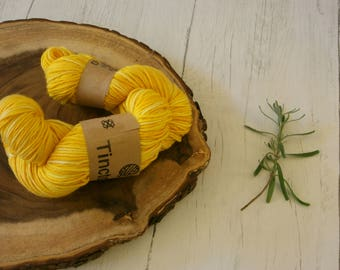 Wool 100g skein, DK, double knit, Blue Faced Leicester, hand dyed using turmeric, plant dyes, natural dyes, yarn, yellow, variegated