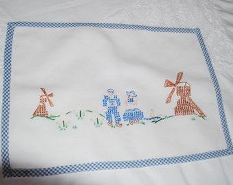 Placemat - Fabric - Dutch Cross Stitch Scene