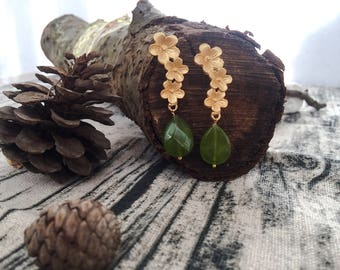 Earrings with golden brass stud and faceted agate stones