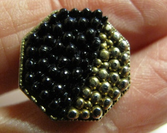 """1 hexagonal button with raised  black over  gold berry top graduated   1950s 16 mm or 6/10""""  diameter number 1563"""