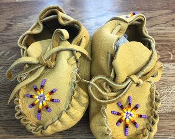 Baby moccasins/booties: Native American Navajo handmade beaded moccasins
