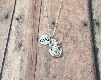 Frog initial necklace - frog jewelry, nature jewelry, toad jewelry, amphibian necklace, science jewelry, silver frog pendant, frog necklace