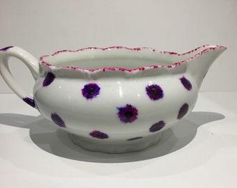 Porcelain gravy boat / flower Motifs
