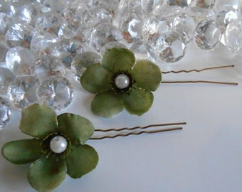 Set of 2 green beaded flowers wedding hair pins