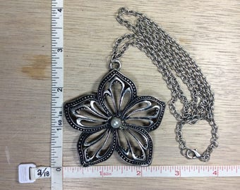 """Vintage 27"""" Silver Toned Necklace Flower Faux Pearl Used"""