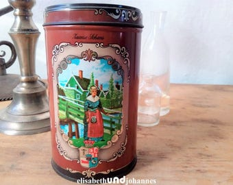 Dutch vintage 1940s Zaanse Schans tin, biscuit or cookie box, round tin, Dutch 40s canister souvenir, vintage kitchenware from Holland