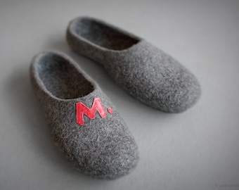 Personalized men slippers Heart initial shoes Unisex Christmas Father's Valentine's day gift Felted organic wool dark gray slippers