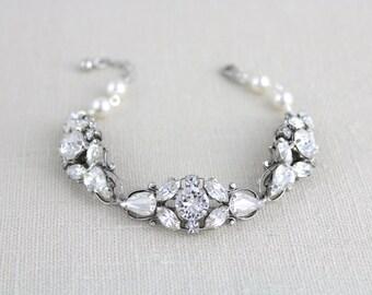 Wedding bracelet, Crystal Bridal bracelet, Pearl bracelet, Bridal jewelry, Vintage style bracelet, Swarovski bracelet, Cuff bracelet