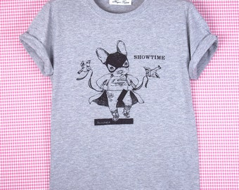 "T-SHIRT ""Showtime""/ bouledogue/ super-héros/ striptease/ Disney/ t-shirt gris/ illustration marrante/  oldschool t-shirt/ Paris"