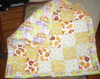 Lions and Giraffes yellow. Baby quilted blanket