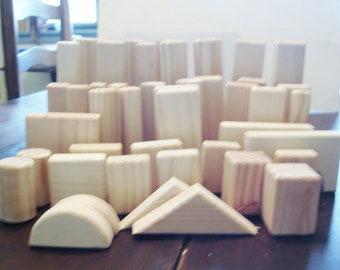 Blocs, blocs de bois de pin naturel w Petina naturelle des blocs de bois sont faites pour les enfants de 5 ans et plus.