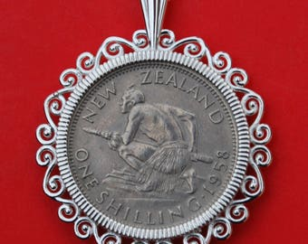 1947 ~ 1965 New Zealand One Shilling Coin 925 Sterling Silver Necklace NEW - Crouched Maori Warrior