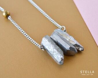 Collier pointes de quartz argent, trois quartz, perle facetté pyrite or, chaîne fine en acier inoxydable, quartz brut, bijou long argent