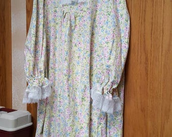 Flannel Nightgown. Ladies  Large.