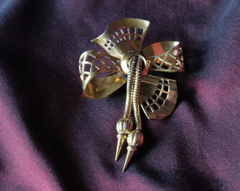 Gold Tone Vintage French 1890s-1940s  Bow Brooch / Pin With Trombone Clasp